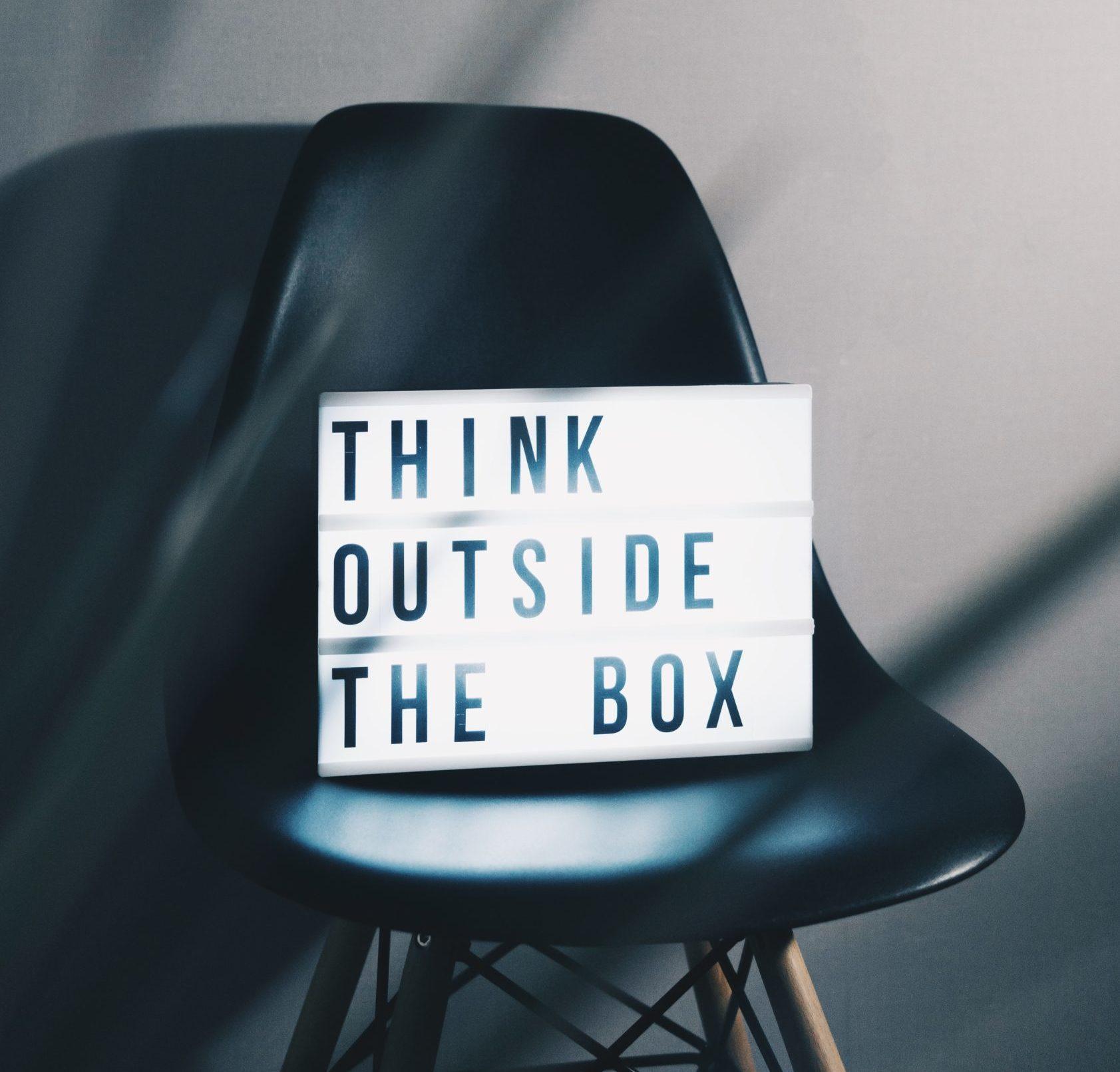 Le consultant aide à penser en dehors du cadre